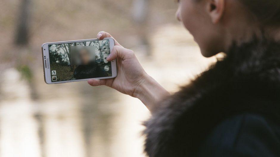 SNSで話題沸騰のスーパーお婆ちゃん西本喜美子写真展「遊ぼかね」