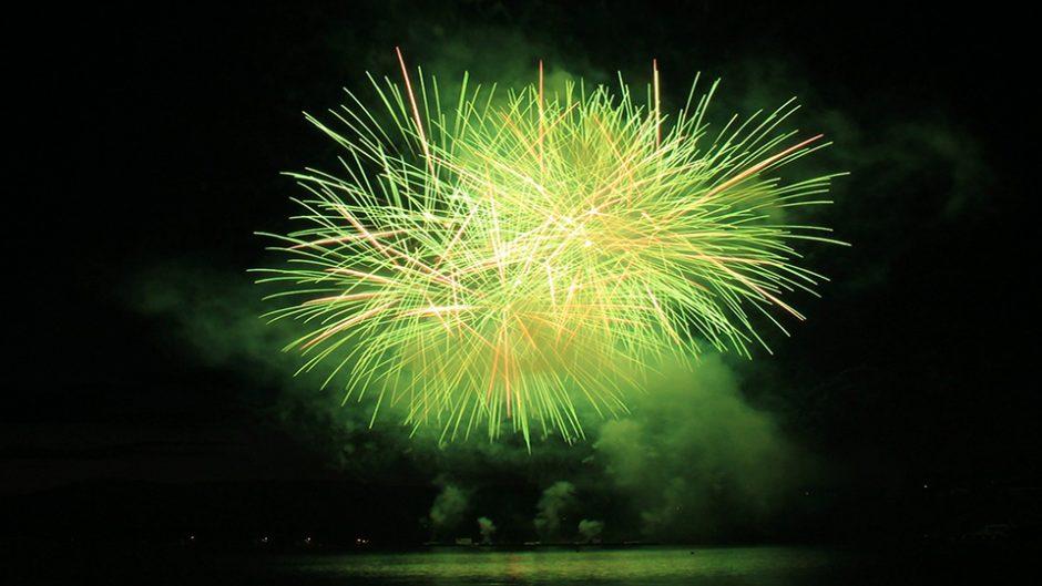 名港水上芸術花火2018 芸術の秋に名古屋港で芸術的な花火を楽しむ