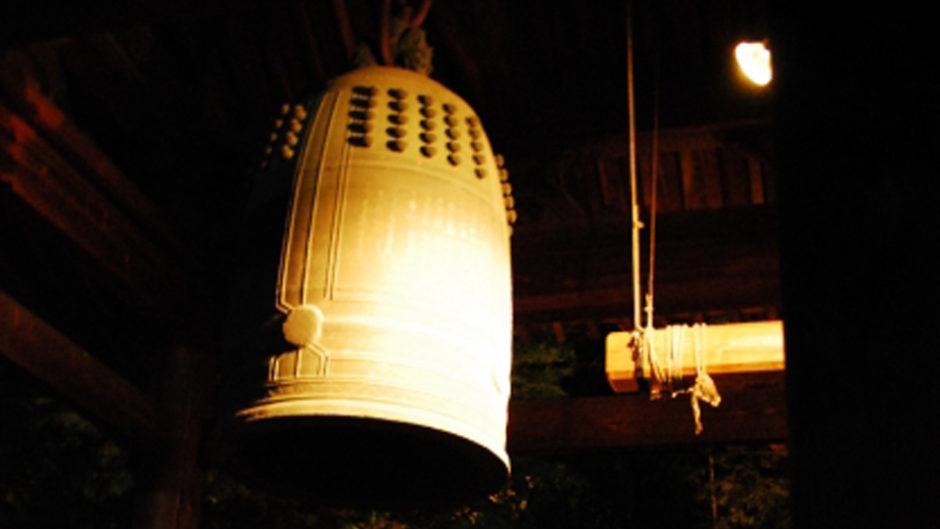 東別院が一夜限りのアート作品に! 「東別院 初鐘×D-K Live デジタル掛け軸」