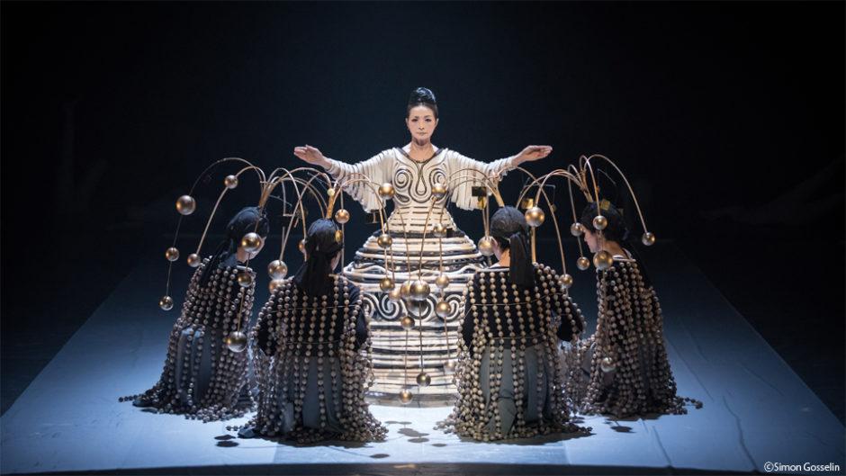 静岡のSPACで『顕れ~女神イニイエの涙~』が公演!宮城聰が演出する舞台を見に行こう