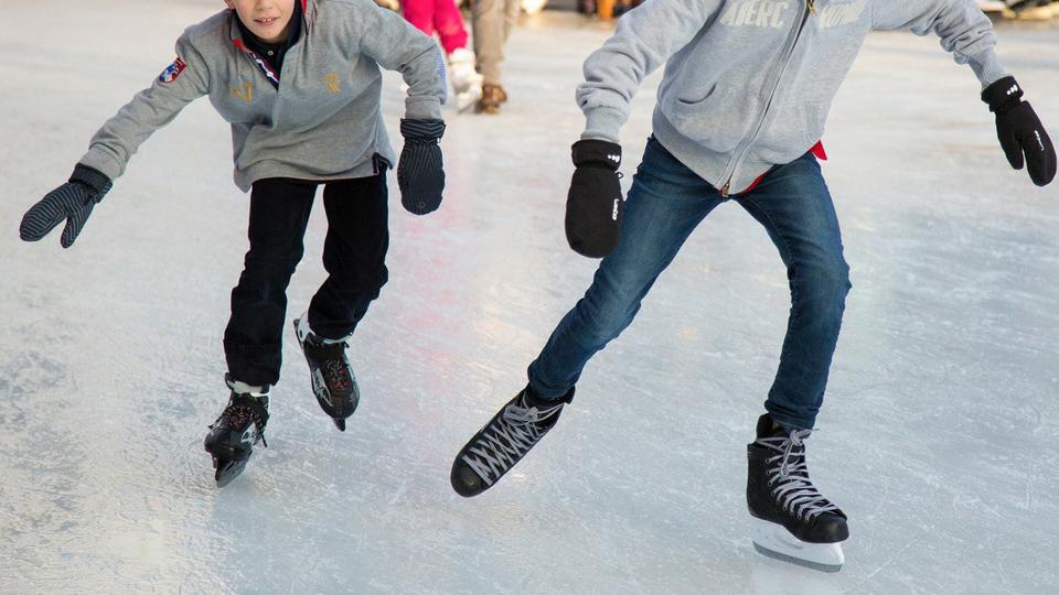 ヒルホテル サンピア伊賀 屋内アイススケート場