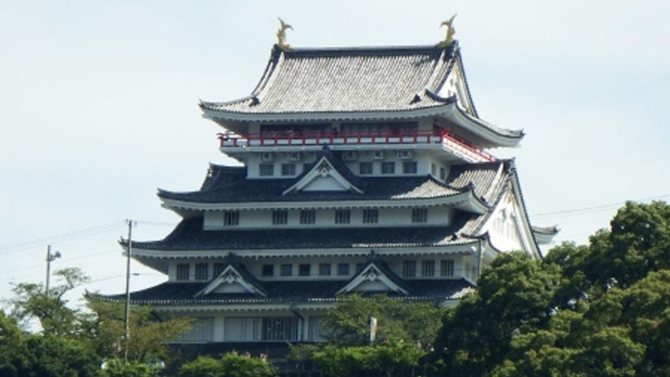 潮風に吹かれながらお花見を楽しもう♪「熱海城桜まつり」が開催