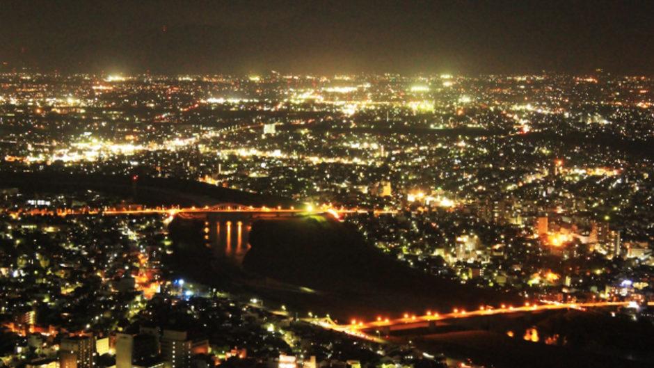ロマンチックなデートスポット!金華山の岐阜城パノラマ夜景