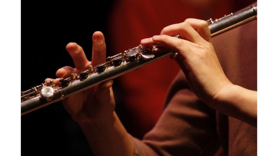 クリスマスは熱海の温泉宿で甘美な演奏を楽しもう!『二胡×フルート演奏会』が開催