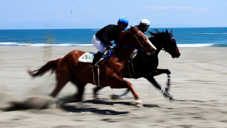 子どもも楽しめちゃう☆日本唯一の砂浜周回コースの草競馬『第44回 さがら草競馬大会』