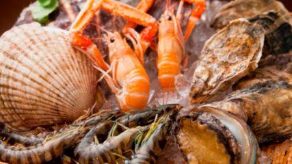 ゴーリキマリンビレッジ   とれたての海産物をその場で食べるバーベキュー