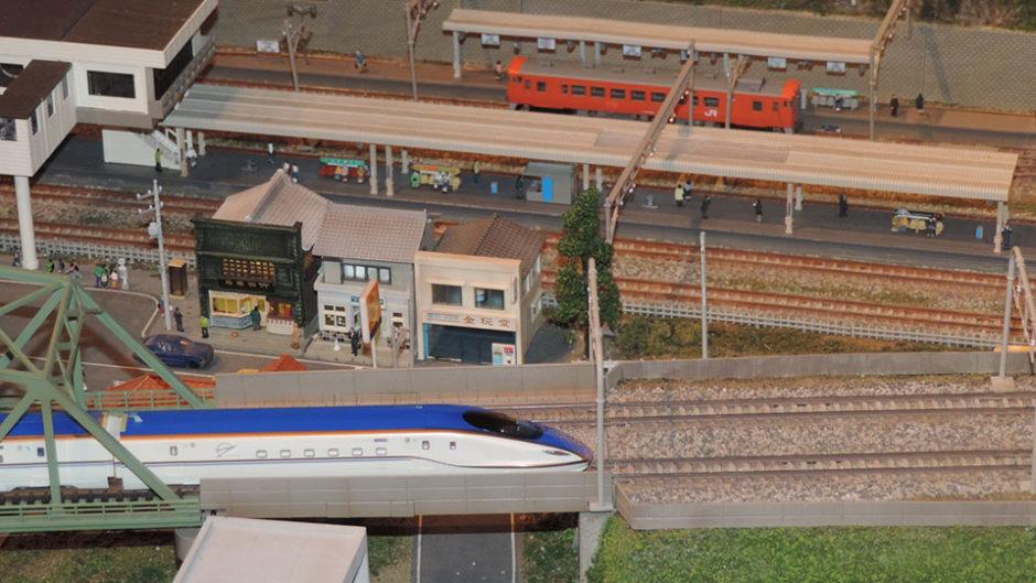 鉄道ファンの秘密基地!?「鉄道カフェはるか」で鉄道模型を眺めながらカフェタイム♪