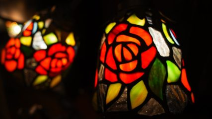 美しい光と花に囲まれた、特別な体験を「ニューヨークランプミュージアム&フラワーガーデン」