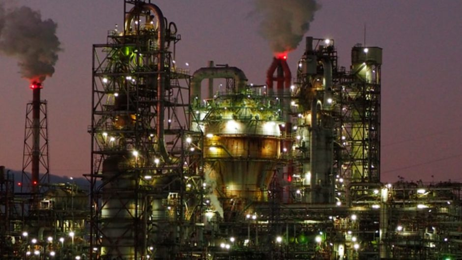 工場夜景の定番スポット!四日市コンビナートが見渡せる「うみてらす14」