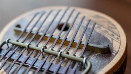 世界各国の珍しい楽器と出会える「舩橋楽器資料館」