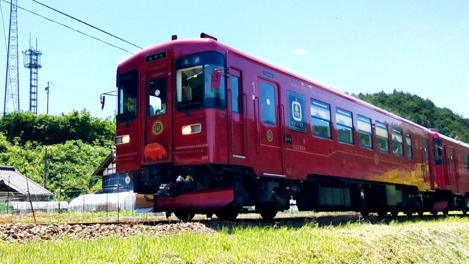 「観光列車ながら」絶景を眺めながら贅沢グルメが味わえる人気観光列車!